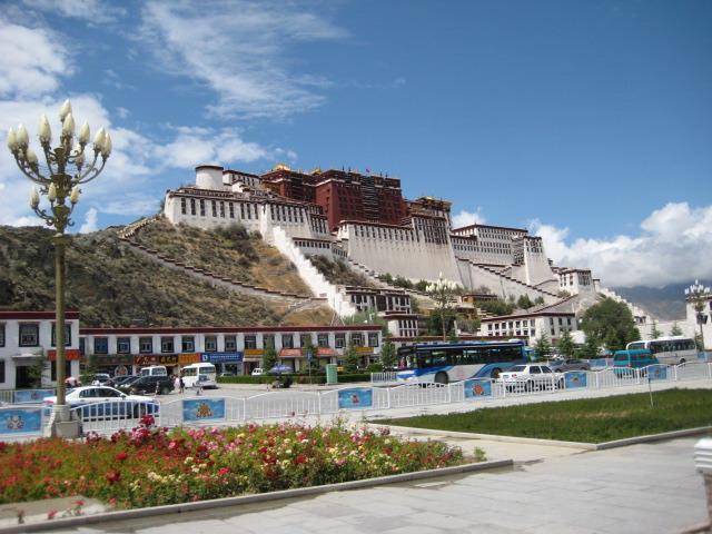 环渡西藏:拉萨、布达拉宫、大昭寺、林芝、雅鲁藏布大峡谷、鲁朗林海、2飞2卧10日游