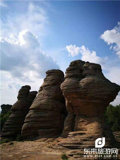 走进克什克腾、神奇赤峰、贡格尔草原、玉龙沙湖、阿斯哈图石林、沙地云杉、纯玩双卧5日(含滑沙、沙漠驼铃)