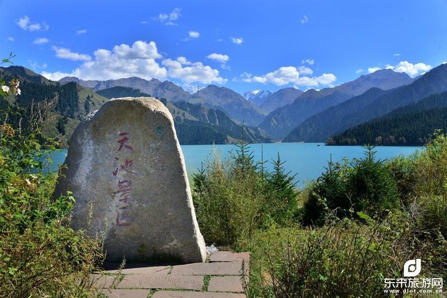 乌鲁木齐、吐鲁番、罗布人村寨、塔里木胡杨林、天山神秘大峡谷、 博斯腾湖、风情览胜无自费双飞8日游
