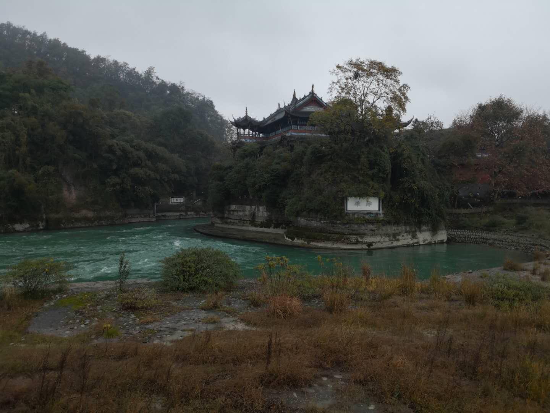 重庆市游、峨眉、乐山、都江堰、熊猫基地、成都双飞一动7日游